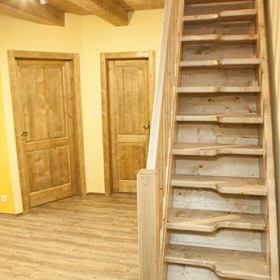 apartman 3 schody podkrovie